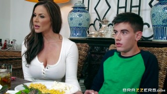 Brazzers – Kendra's Thanksgiving Wedging