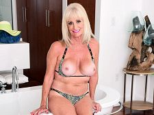 Leah L'amour Will Get Raw And Soapy